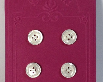 4 Buttons white in mother of pearl 15 mm 4 holes.