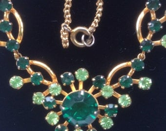 1950s emerald green glass stone necklace