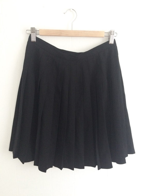 90s vintage black pleated tennis skirt by