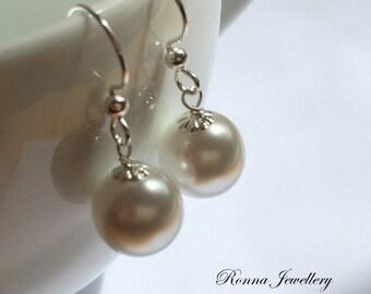 White pearl earrings in sterling silver, Swarovski pearl earrings, gift for her, bridesmaids earrings