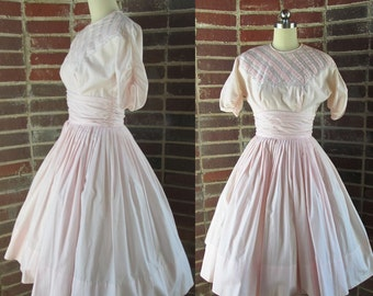 50's Tailored Junior Petal Pink Cotton Circle shirt Dress with pin tuck and lace bodice size small