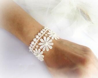 Lace bracelet, daisy bracelet, embroidered lace bracelet, floral lace bracelet, ivory white lace bracelet, bridesmaid bracelet