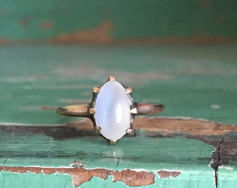 Luminous Victorian 10K yellow gold moonstone ring