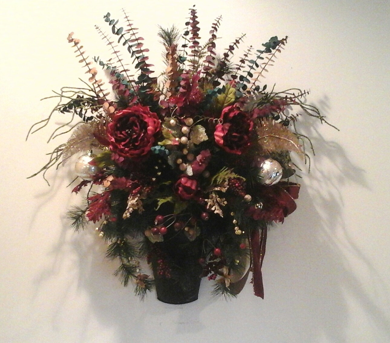 Christmas floral arrangement wall sconce planter
