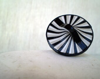 Round Modern Ring | Black Grey White Paper Ring | Recycled Jewelry | Eco-Friendly Jewelry | Ready to Ship /  Στρογγυλό Δαχτυλίδι από Χαρτί