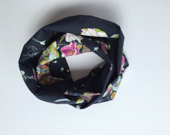 Baby Infinity scarf - Baby gift - Baby scarf bib - Baby shower - Baby Scarf - Navy floral