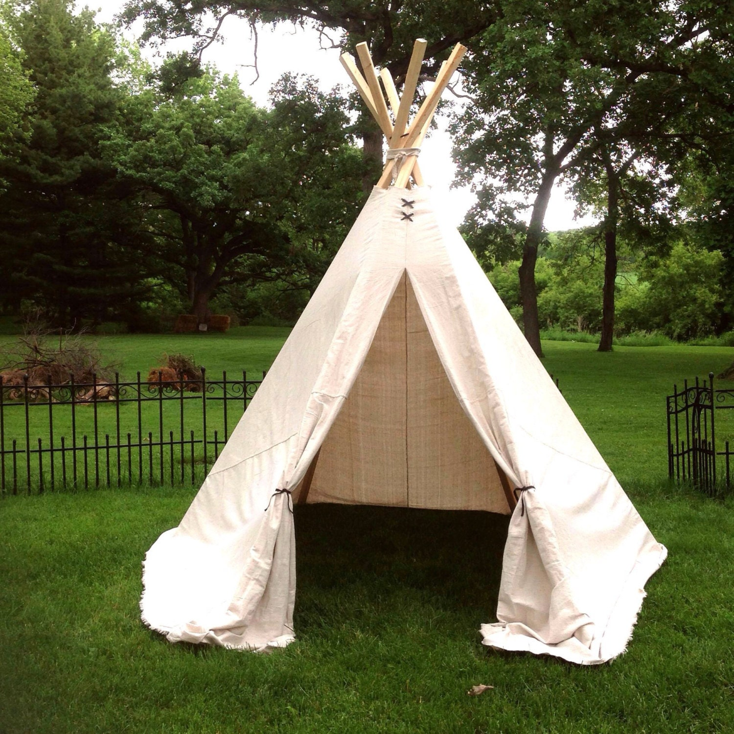 huge teepee 8 5ft tall 10ft x 7 5ft wide no poles