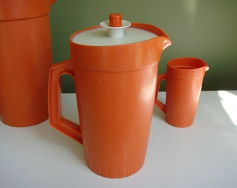 Vintage Tupperware Juice Pitcher 1 1/2 QT - Orange