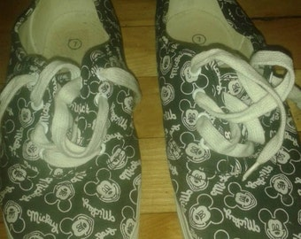Mickey mouse shoes women size 7 us