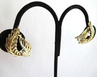 Vintage Lisner Gold Tone Acorn Leaf Clip On Earrings