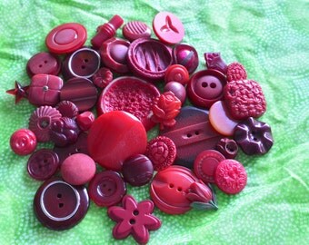 Cottage Chic Vintage Buttons. Shades of red. Variety Lot 43 (apr22)