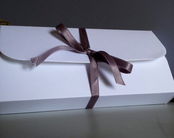 Gift box packaging with colorful tissue glitter paper for Wool Felt dolls and cuddles of Etof'Fées shop