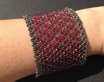 Claret huichol bracelet pattern