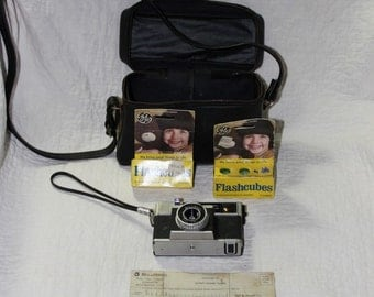 Bell & Howell Camera, Case, Flashcubes
