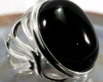 Onyx and 925 Sterling Silver Ring  --  4487