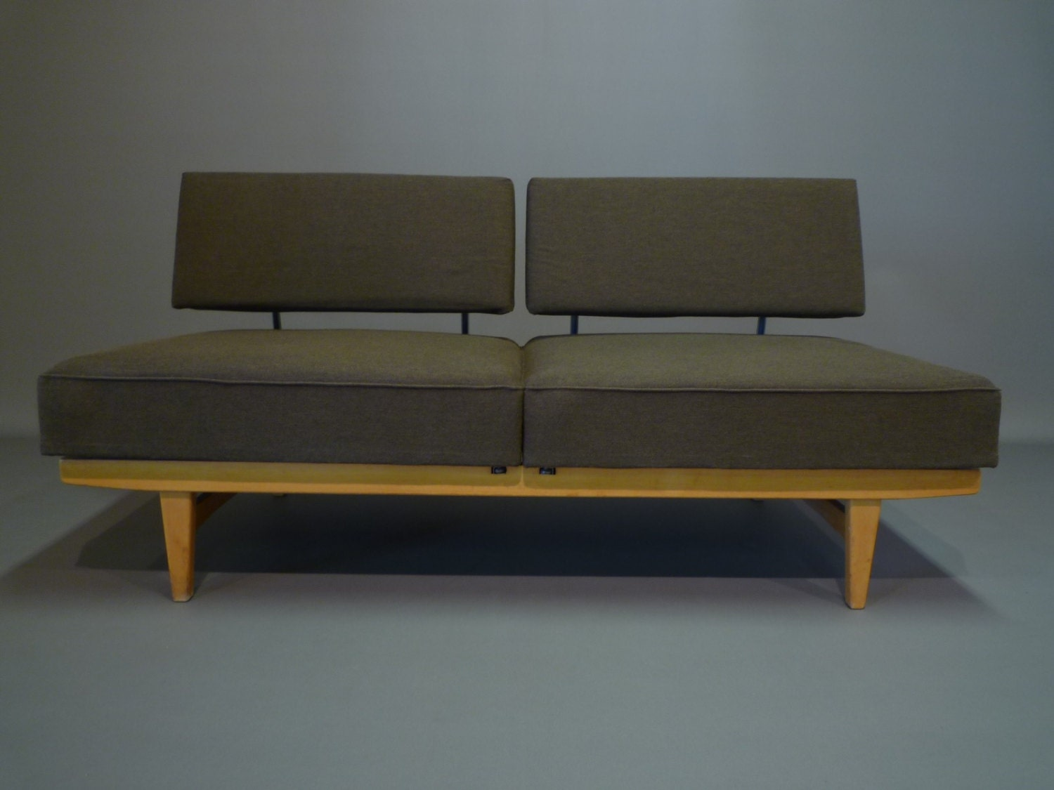 Canap modulable daybed stella edition knoll haute juice for Canape modulable