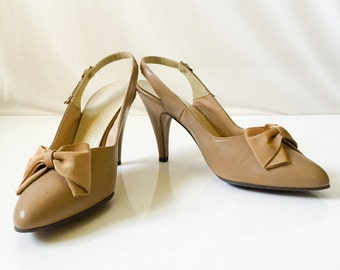 Vintage 1960s Tan Citations High Heel shoes // vintage 60s beige high heel pumps with pointed toe and bow // size 7 1/2