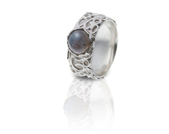 Silver ring with lace pattern and labradorite