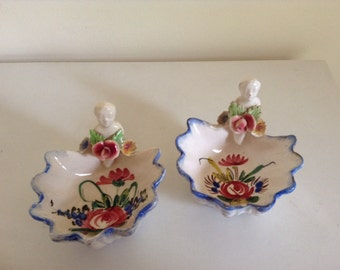 Beautiful Pair of Vintage Italian Miniature Dishes. Featuring Cherubs with Flowers.