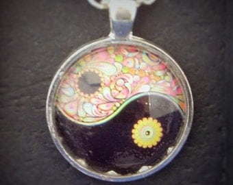 Bright Modern Ying Yang Symbol Glass Necklace Pendant - Jewellery Jewelry Gift Present