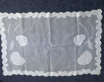 2 Delicate muslin table napkins