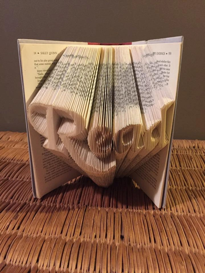 Book folding pattern for the word Read Free