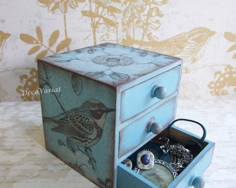 Jewellery box/mini chest of drawers