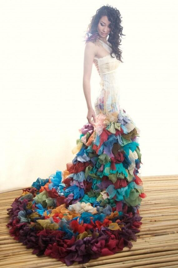 Bunte Hochzeitskleid, Seide geschichtet mit Spitze oben zurück ...