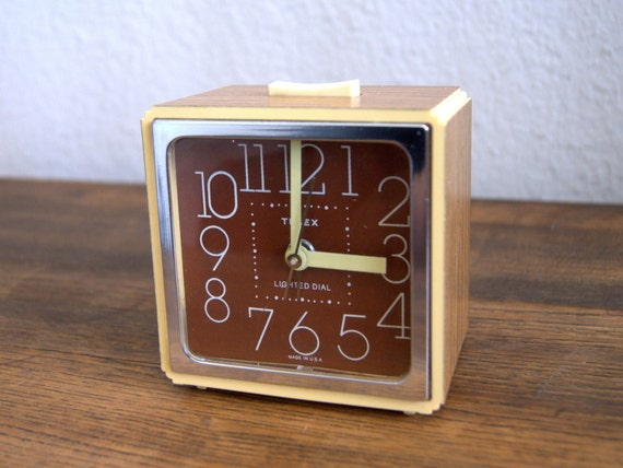 70 39 s retro wood grain timex alarm clock vintage funky. Black Bedroom Furniture Sets. Home Design Ideas