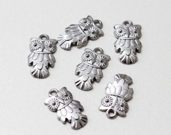 Silver plated Night Owls Charms, Tiny silver pendants, 10 Pcs