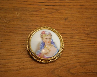Former(Old) brooch, miniature paint(painting) on porcelain of Limoges