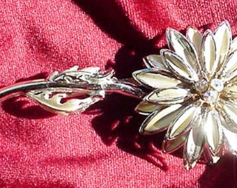 Pretty Chrysanthemum Flower Brooch