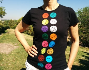 Shirt buttons. Women's fitted cut, short-sleeved and organic cotton t-shirt