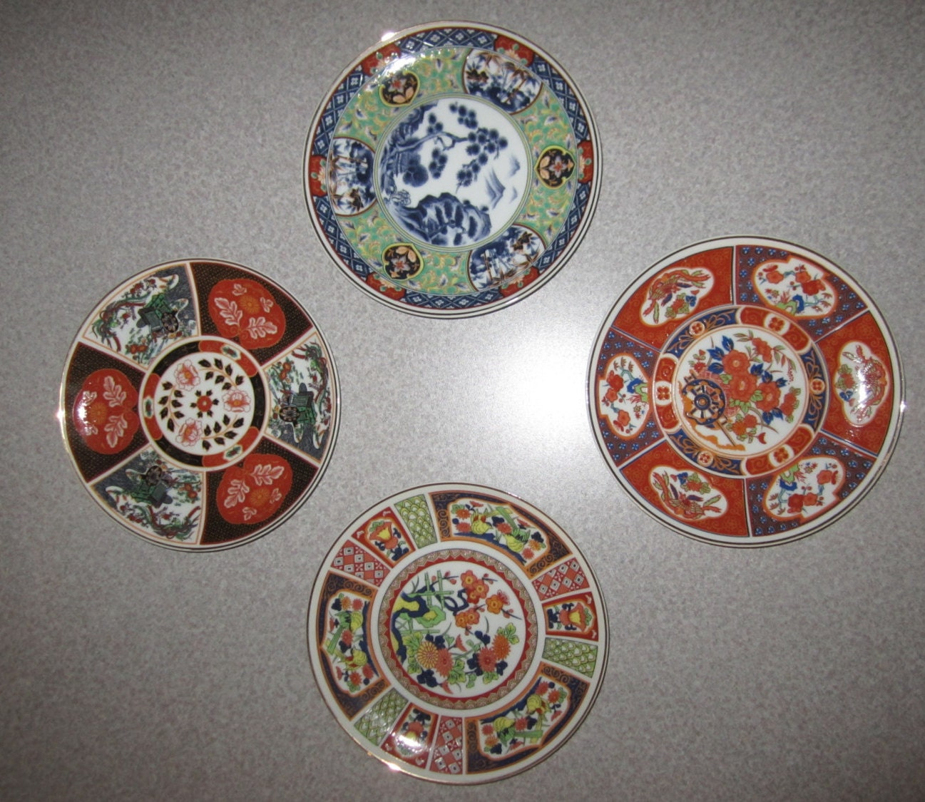 Small Decorative Plates Sets: Vintage Set Of Original 4 Imari Japanese Decorative Plates In