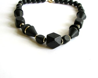 1970s black wooden necklace . geometric bead necklace . chunky beaded necklace . vintage 70s jewelry
