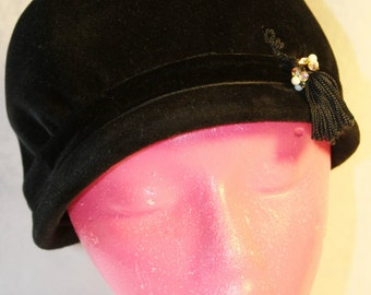 SALE! Vintage 1940's Black Bucket Hat with Tassel, Countessa, Made in Italy