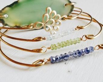Blue Green Agate Slice Brass Bangle Bracelet . Gold Wire Wrapped Agate Stone Jewelry. Bohemian Agate Charm Bangle Bracelet