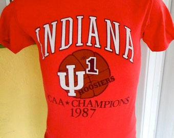 1987 Indiana Hoosiers vintage NCAA Basketball Champions - red t-shirt size medium