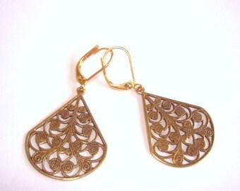 Gold Tone Filigee Dangle Jewelry Earrings