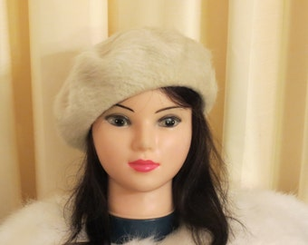 Vintage 60s Ivory Cream Knit Wool Fuzzy Beret Hat
