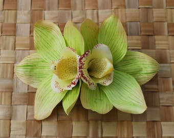 Pin up double green cymbidium orchid hair flower rockabilly vintage style very detailed wedding bride 50s retro