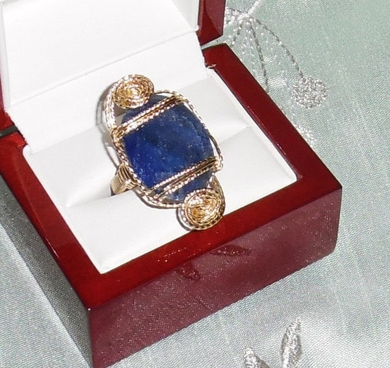 31ct Natural Oval faceted Blue Sapphire gemstone, 14kt yellow gold Ring size 5