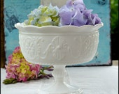 Milk Glass Centerpiece / Vintage Wedding Pedestal / Daisy Pattern / Milk Glass Serving Bowl