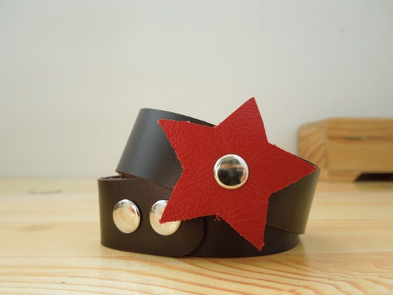 Red star cuff, leather cuff, brown and red cuff,leather bracelet,brown leather,star cuff leather,red star, stars bracelet, stars cuff