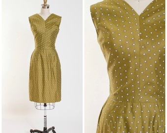 1950s Vintage Day Dress in Olive Green White Pattern Polished Cotton Vintage 50s Wiggle Dress with Deep V Back Size Small