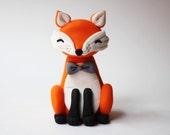 Whimsical fondant fox cake topper set.  Fox fondant topper. Woodlands fondant topper. Forest cake topper.