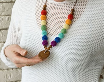 Rainbow Nursing Necklace with Pendant, Applewood, Breastfeeding, Babywearing, Teething - FrejaToys