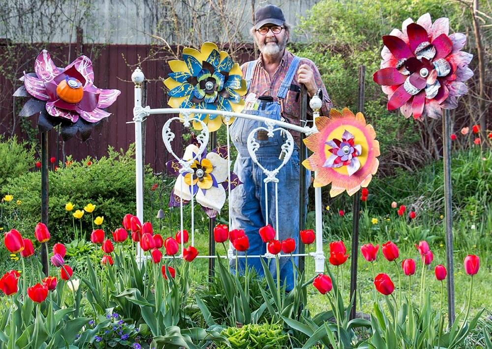 Metal flower yard art indoor outdoor wall art salvaged for Outdoor wall flowers