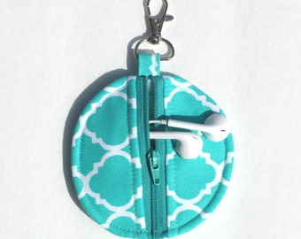 Circle Zip Earbud Pouch / Coin Purse - Turquoise and White Quatrefoil
