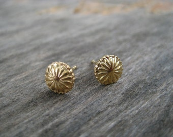 14k Gold Daisy Stud Earrings. 14k Solid Gold Studs. Handmade Gold Post Earrings. 8mm Round Gold Studs. Daisy Flower Screw Head Earrings.